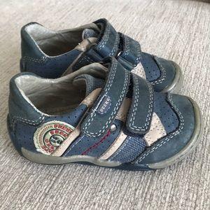 Little boys Beeko sneakers